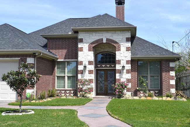 Welcome to Glen Laurel, one of Clayton's best neighborhoods