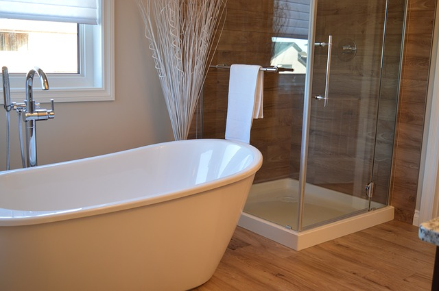 huge luxury bathtub