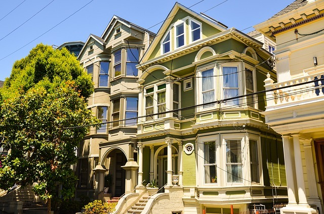 Queen Anne architecture is prominent in Cow Hollow