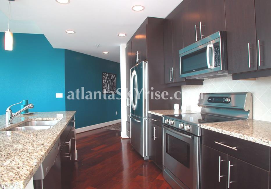 1010 Midtown Atlanta Condo Kitchen