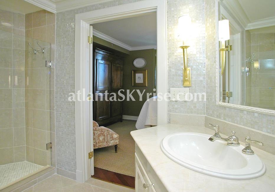 Park Regency Buckhead Atlanta Condo Bathroom