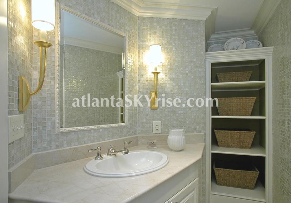 Park Regency Buckhead Atlanta bathroom