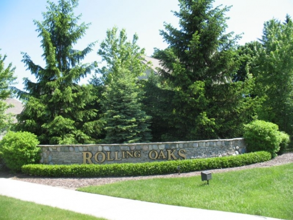 Rolling Oaks Subdivision in Plymouth, MI