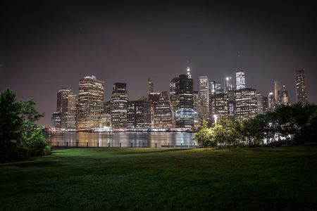 Manhattan skyline from Brooklyn Bridge Park at night