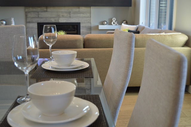 Elizabeth's residents host progressive dinners in their homes