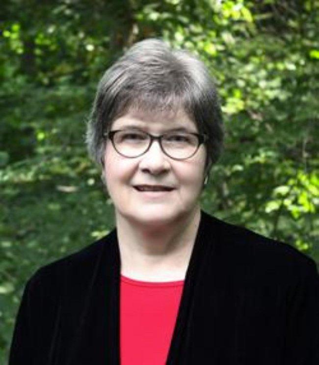 Photo of Linda Davis,