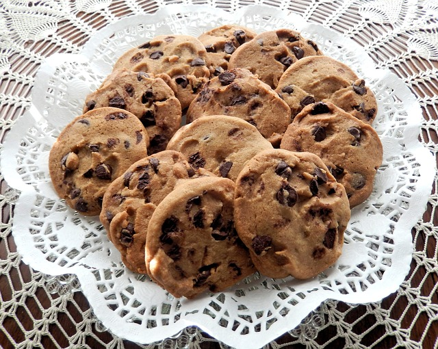 a plate of cookies