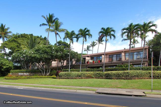 Kihei Akahi has a prime location in the heart of South Maui