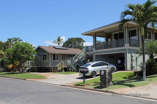 Example of a property on Hunakai Street that includes a detached cottage. In Keonekai Heights, only 20 properties have cottages.