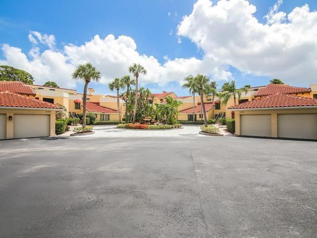Carriage Hill Condos in Palm Cove, Palm City FL
