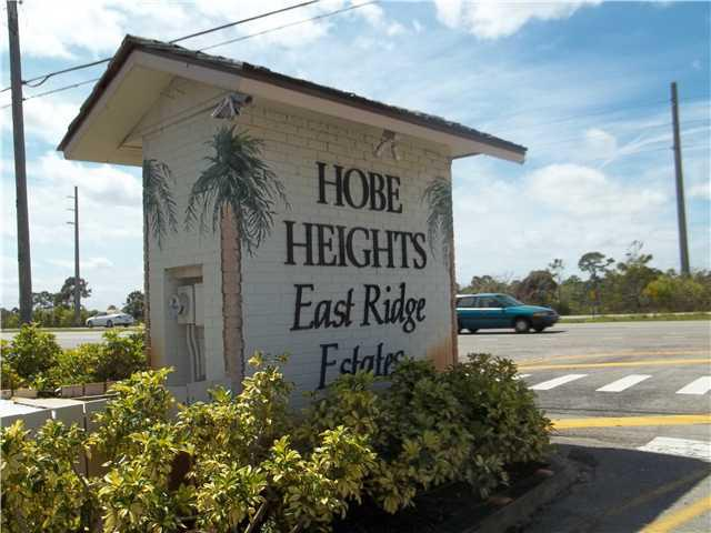 Entrance to Hobe Heights