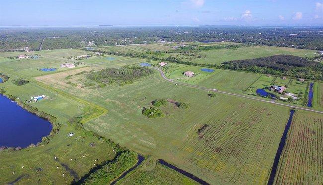 Aerial view of home in Fox Grove - Meadow Run