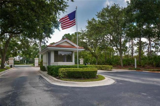 Harbour Pointe Entrance in Palm City Florida