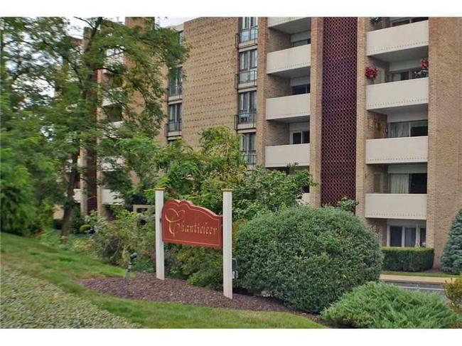 Chanticleer Condominiums Entrance