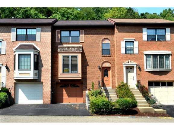 Thornberry ~ Beautiful and Well Maintained Townhouse Community in Robinson Township.