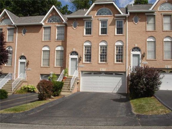 The Estates at Hawthorne ~ Very Desirable Townhouse Community in Oakdale