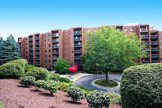 Cochran Hall Condominiums ~ Highly Desirable Condos on Cochran Road in Scott Township