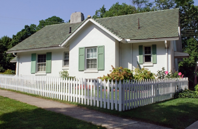 Quaint homes, plenty of things to do, and affordable living await in quiet Gentilly.