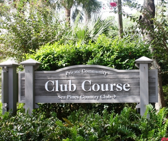 Club Course entrance sign