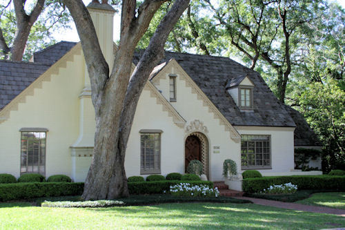 Los Robles Neighborhood Home With Mature Oak Tree