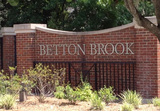 Betton Brook Neighborhood Entrance