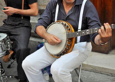 bluegrass players on a banjo at bluegrass festival