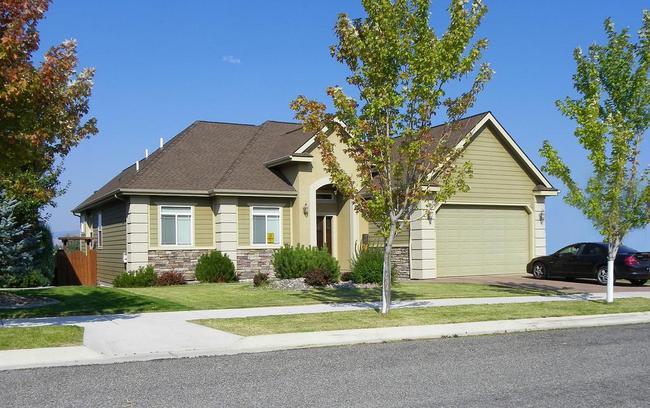 Comfort, luxury, amenities, location, affordability... Pheasant Creek has it all!