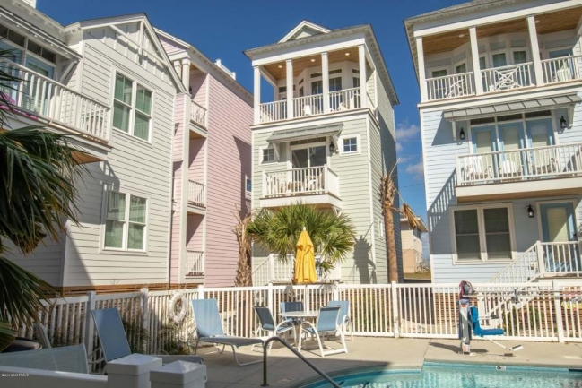 Enjoy an amazing vacation lifestyle just a short bike from the beach at Lookouts in the Grove.