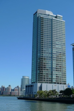 Enjoy Luxury Amenities at Crystal Point in Jersey City, NJ