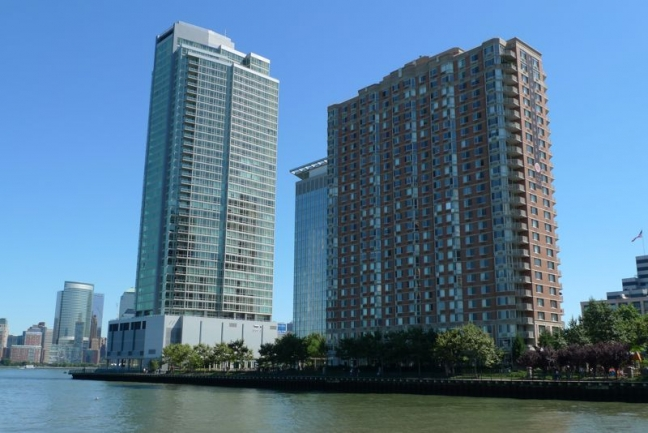 Crystal Point Offers a Waterfront View in Jersey City, NJ