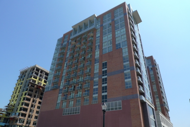 Modern Architecture at Gulls Cove in Jersey City, NJ
