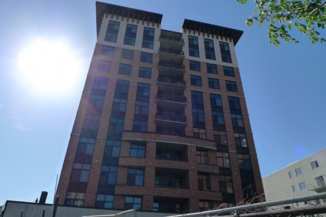 This condo building was built in 2002 in an excellent location.