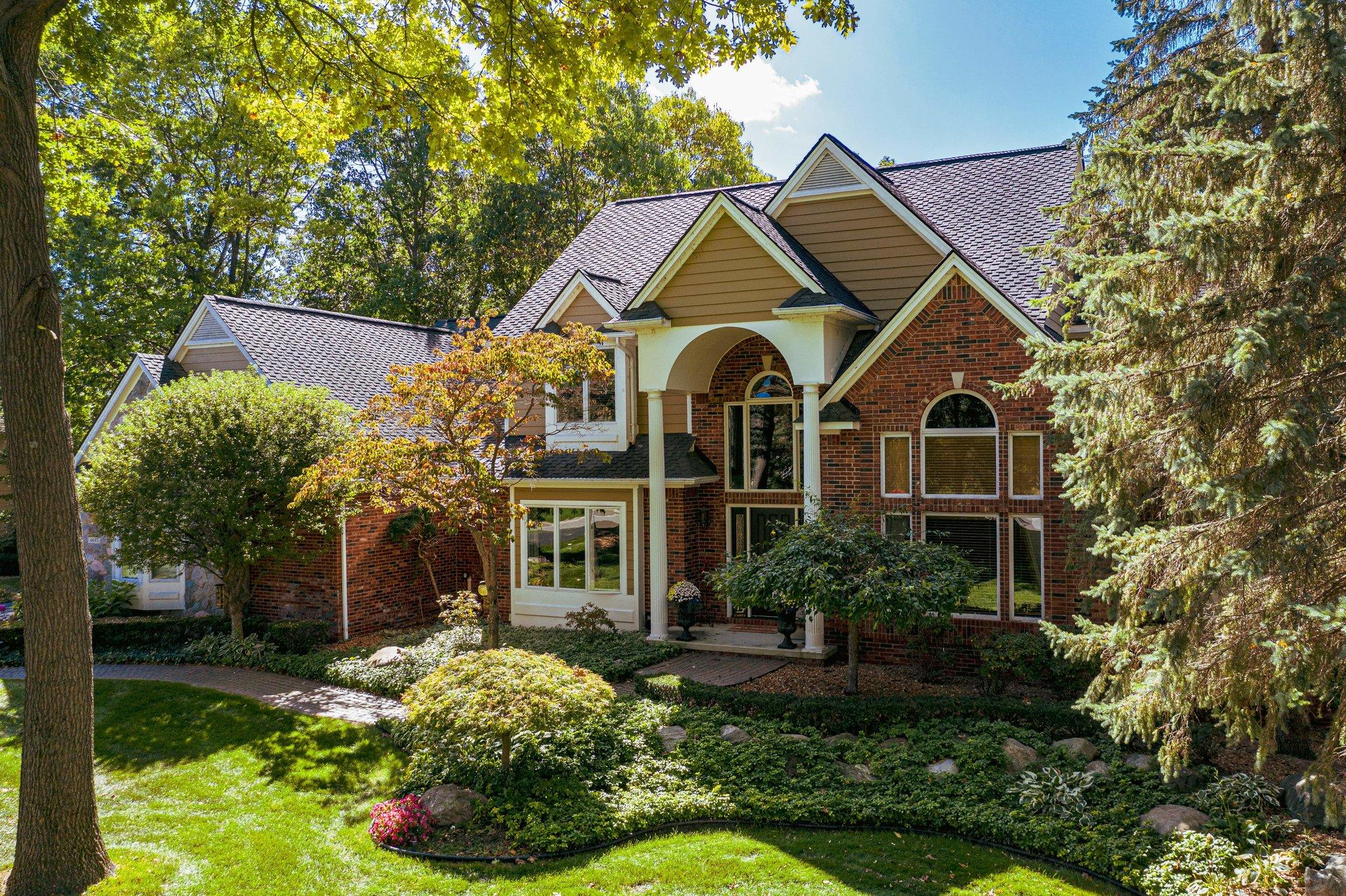 Oak Pointe Brighton, Mi Homes for Sale | The Tina Peterson ...