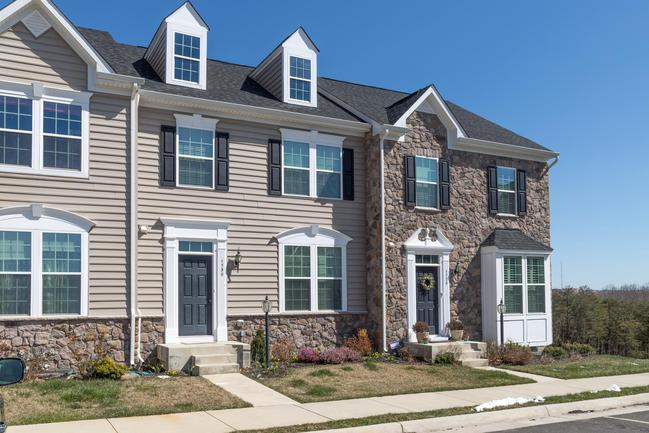 Lovely 3-level townhouse, backs to private woods