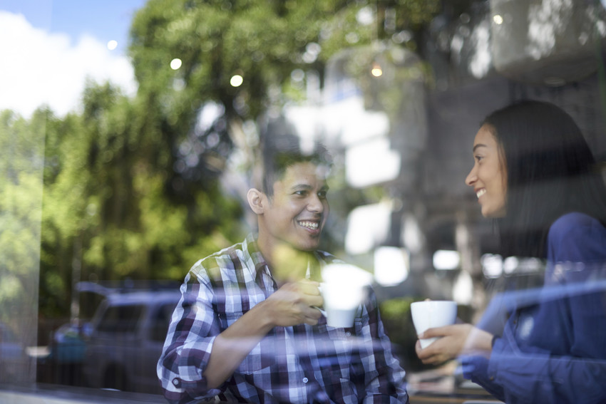 two people chatting in a coffee shop