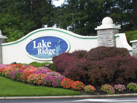 Lake Ridge Entrance