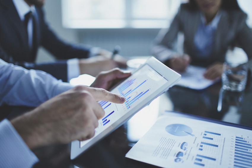 real estate agent explaining market data