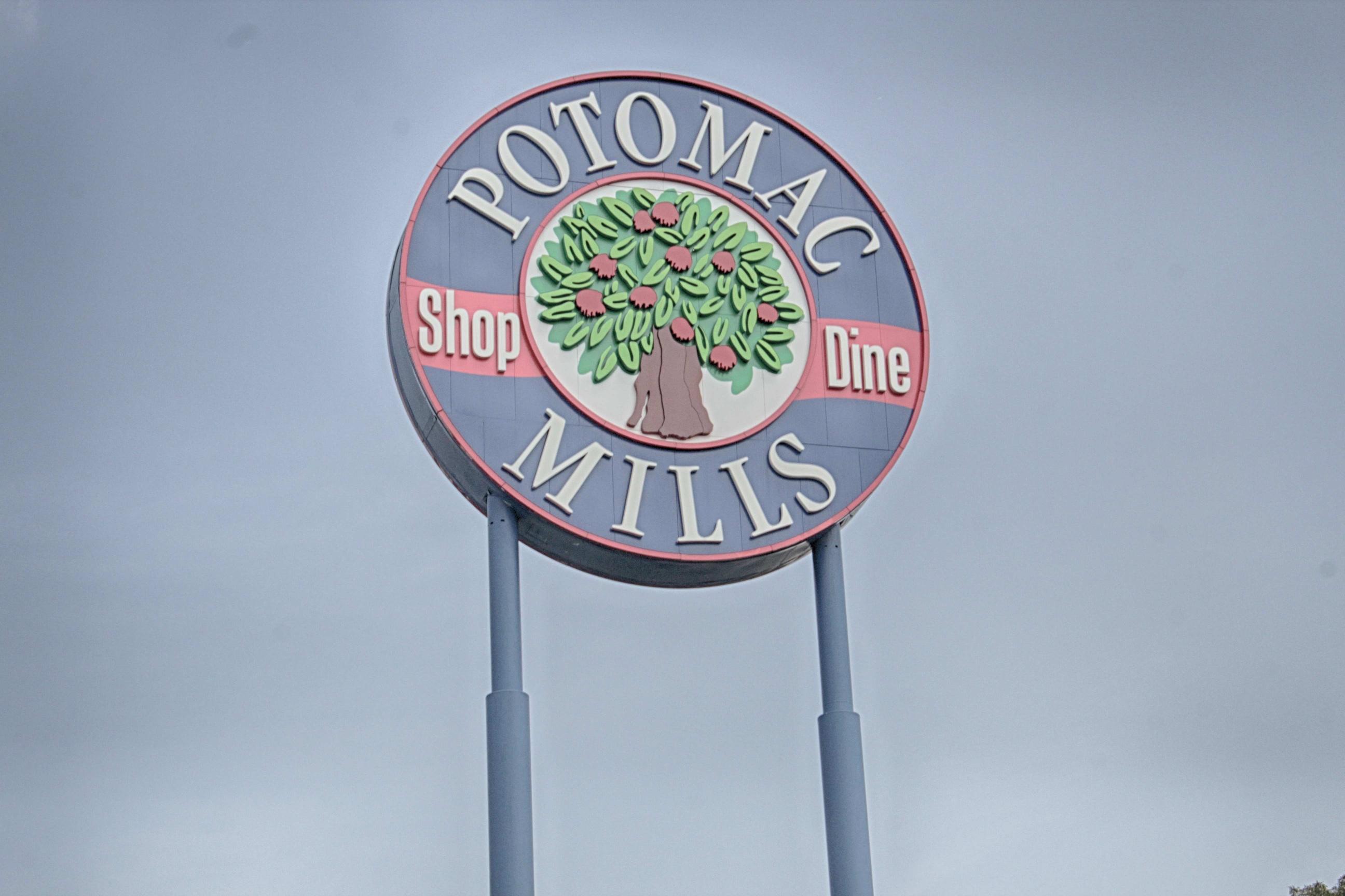 comm-potomac-mills-sign