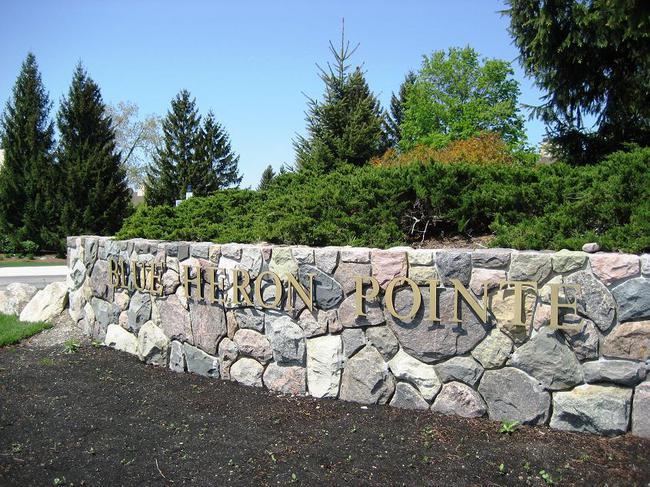 Blue Heron Pointe condos, Northville MI. Subdivision entry.