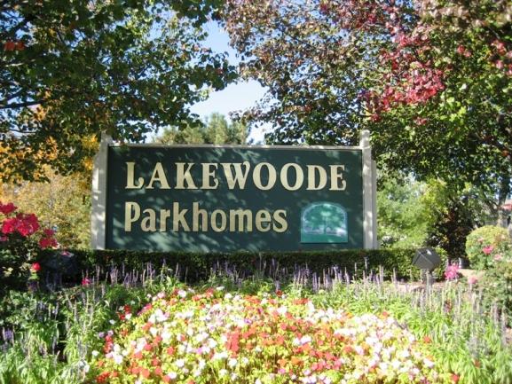 Novi real estate in Lakewoode Parkhomes condo complex