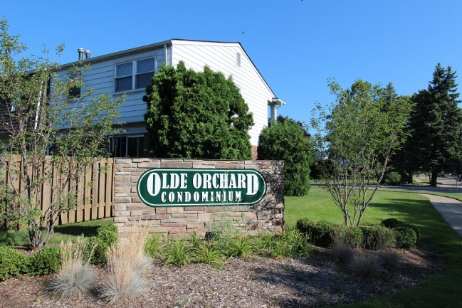 Olde Orchard Condo Entrance Sign