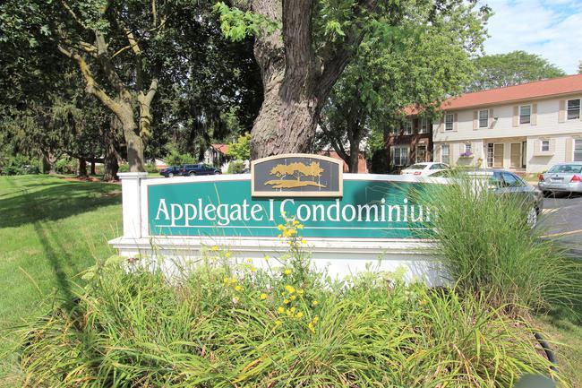Applegate I Condominiums Marquee