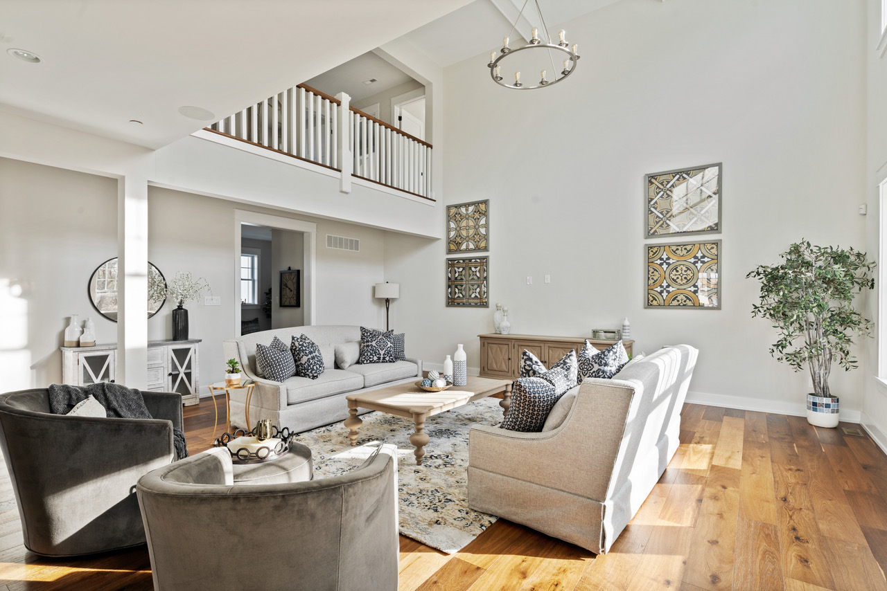 Open floorplan living and dining area