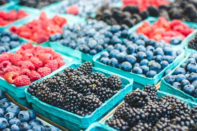 raspberries and blackberries at farmers' market