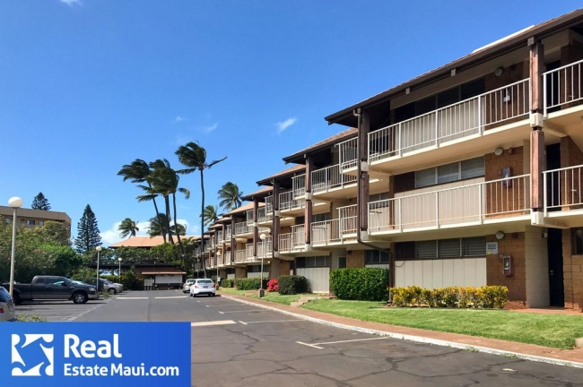 Waipuilani is a small three story complex in central Kihei.