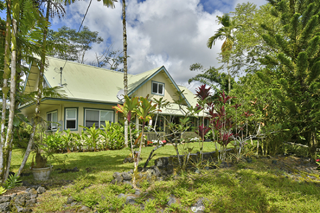 Opportunity to purchase a 5 bedroom 3 bath home on 1 acre in Hawaii $369,000