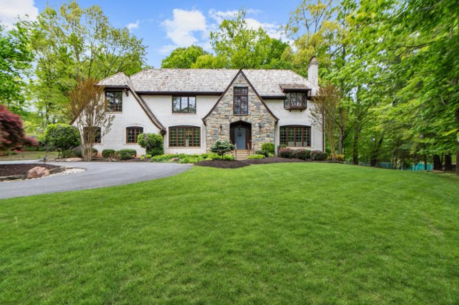 Home with large green lawn