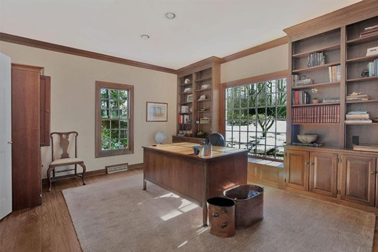 Study with wooden built-ins