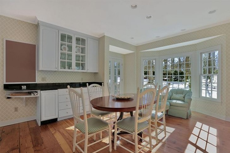 Kitchen with alcove