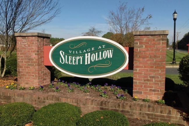 Entrance to Village at Sleepy Hollow in Salisbury MD